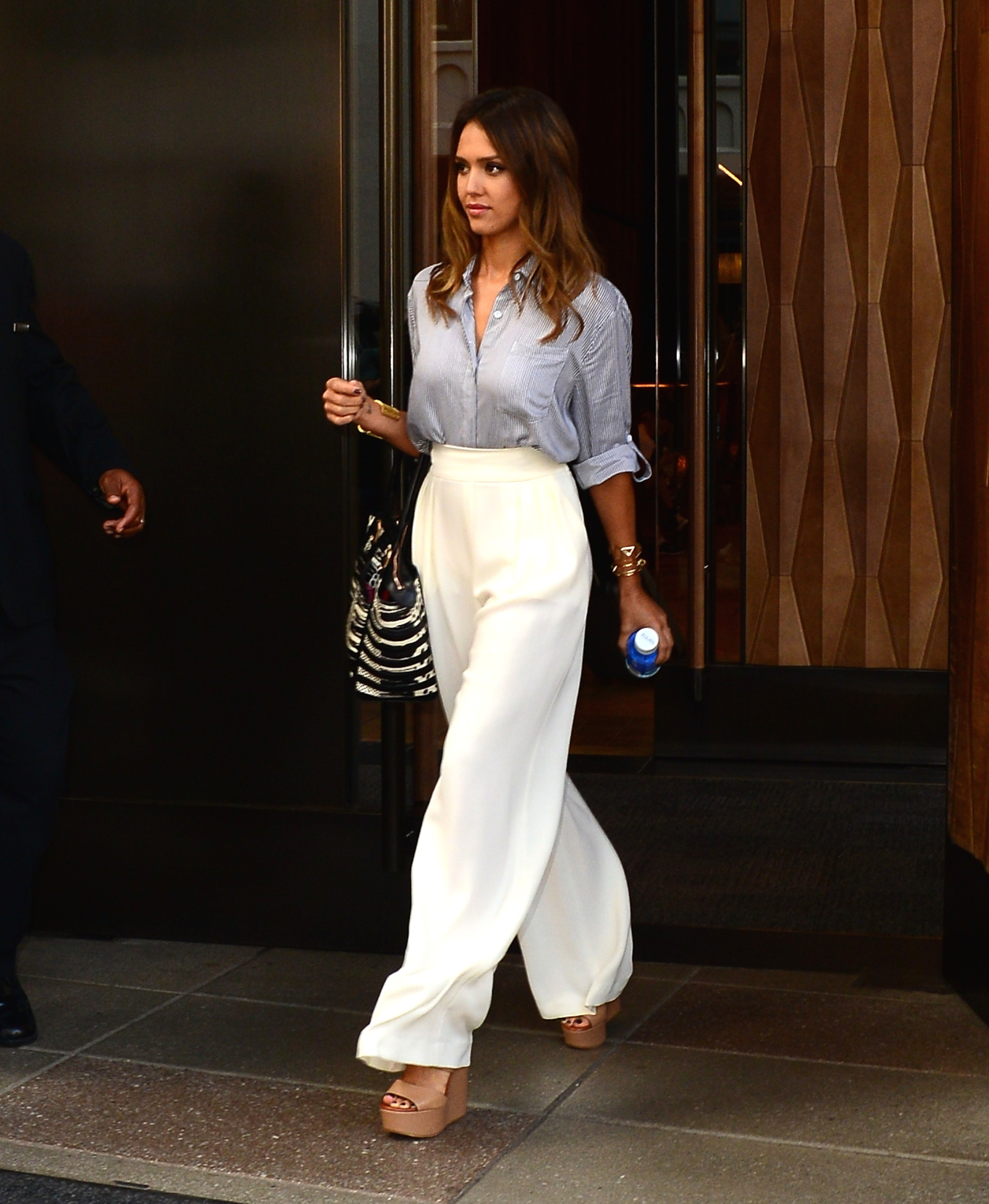 Jessica Alba Wears Three Outfits In One Day Celebrity Style Photos