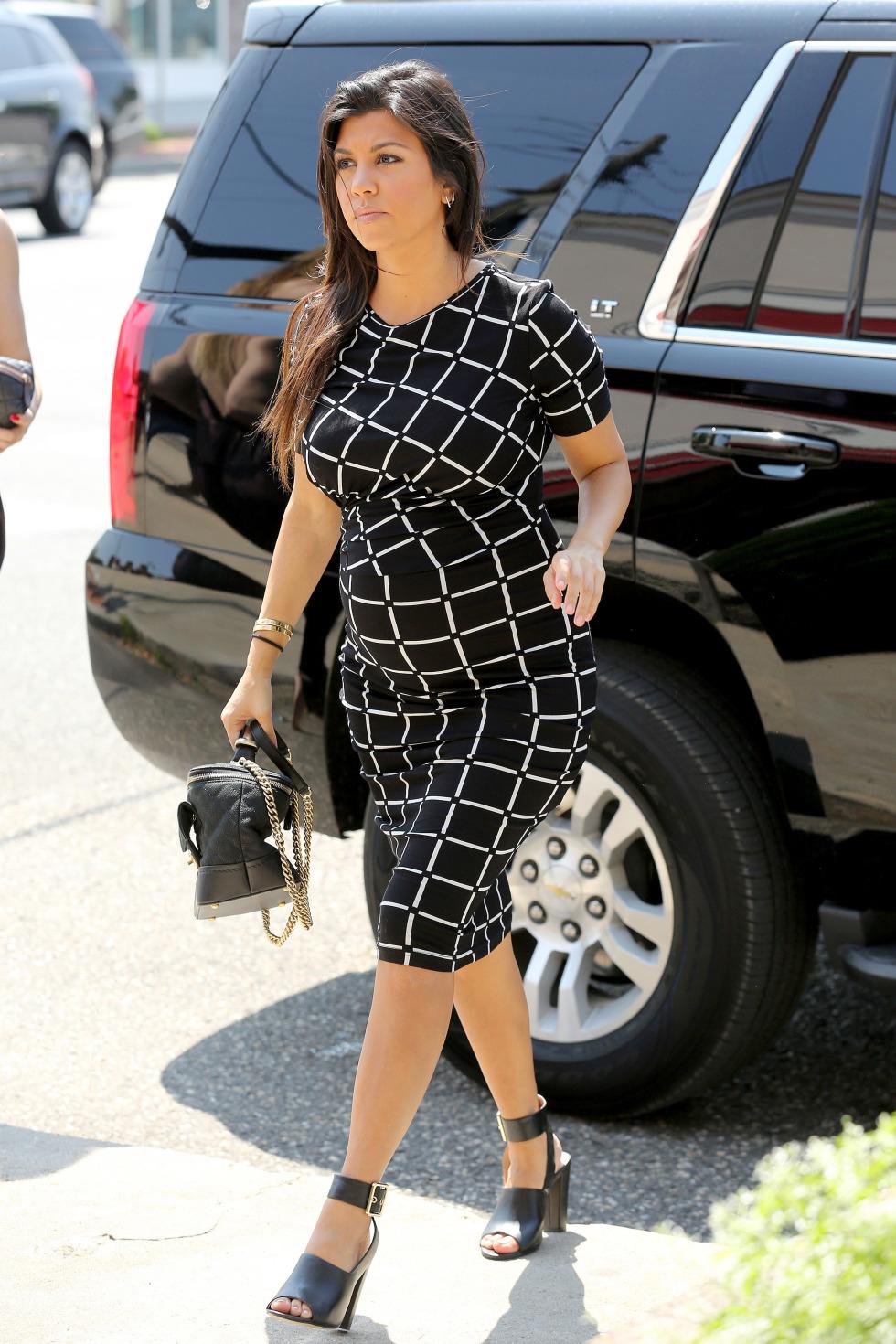Kourtney Kardashian 39 S Maternity Style Celebrity Photos Fashion