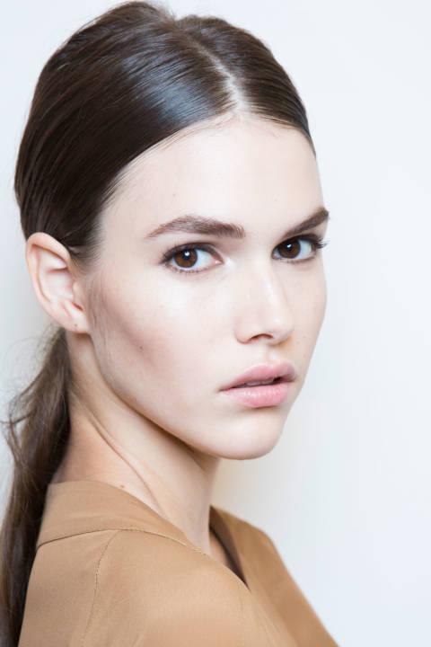 Spring summer 2015 hair beauty trends low ponytail gucci prada jason wu