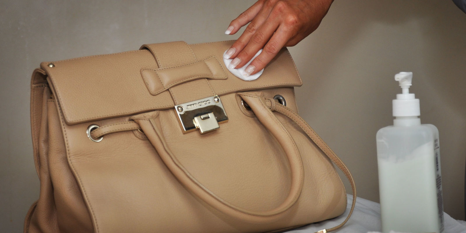 Почистить кожаную сумку домашних условиях