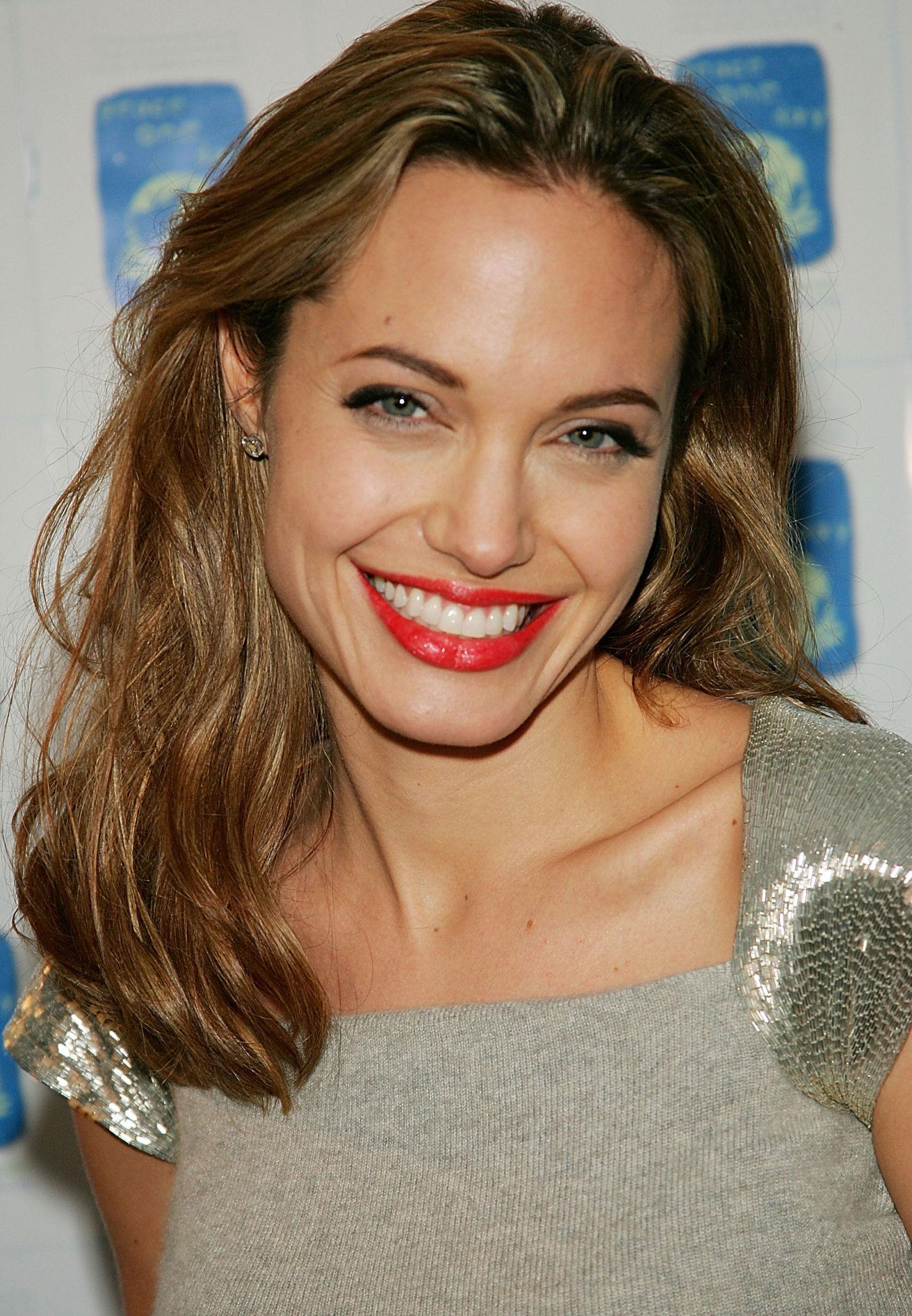 Angelina Jolie S Hottest Beauty Looks