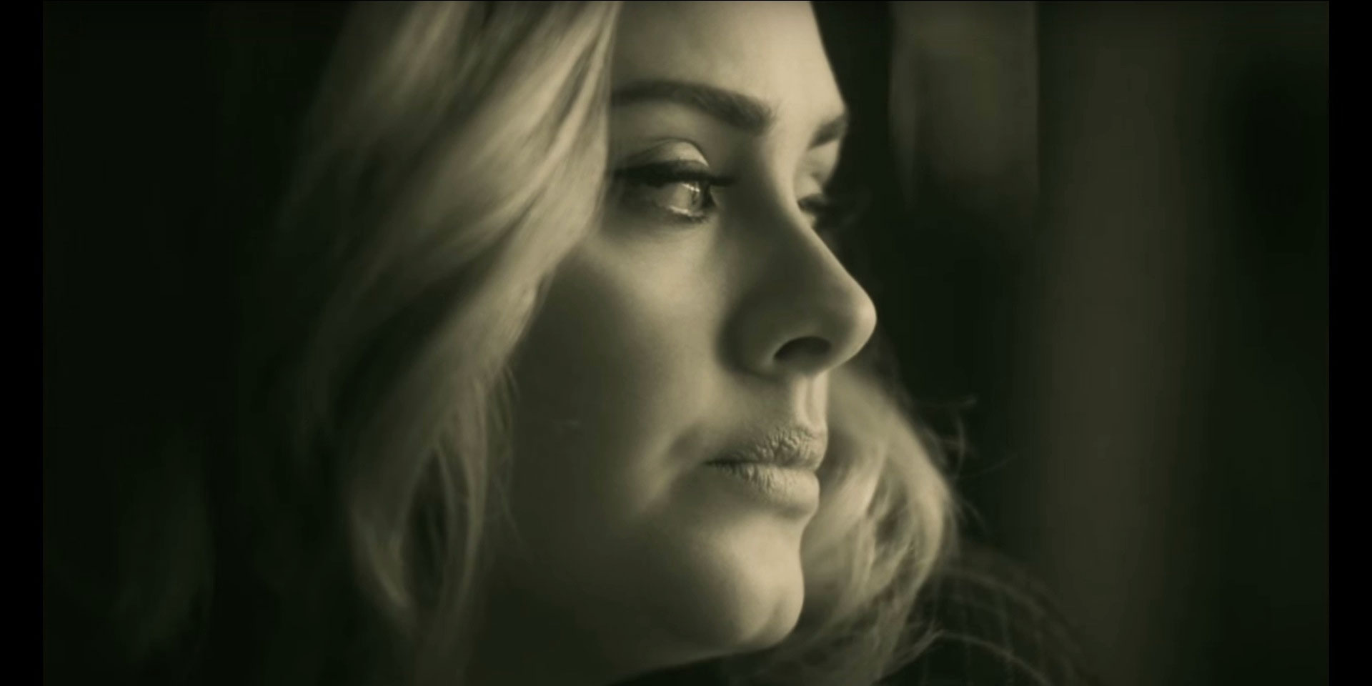 Adele releases Hello video and everyone is losing their minds - photo#20