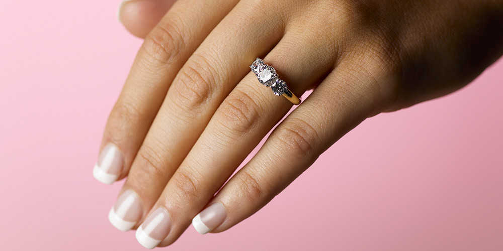 Male recruiter advises women 'not to wear engagement rings ...