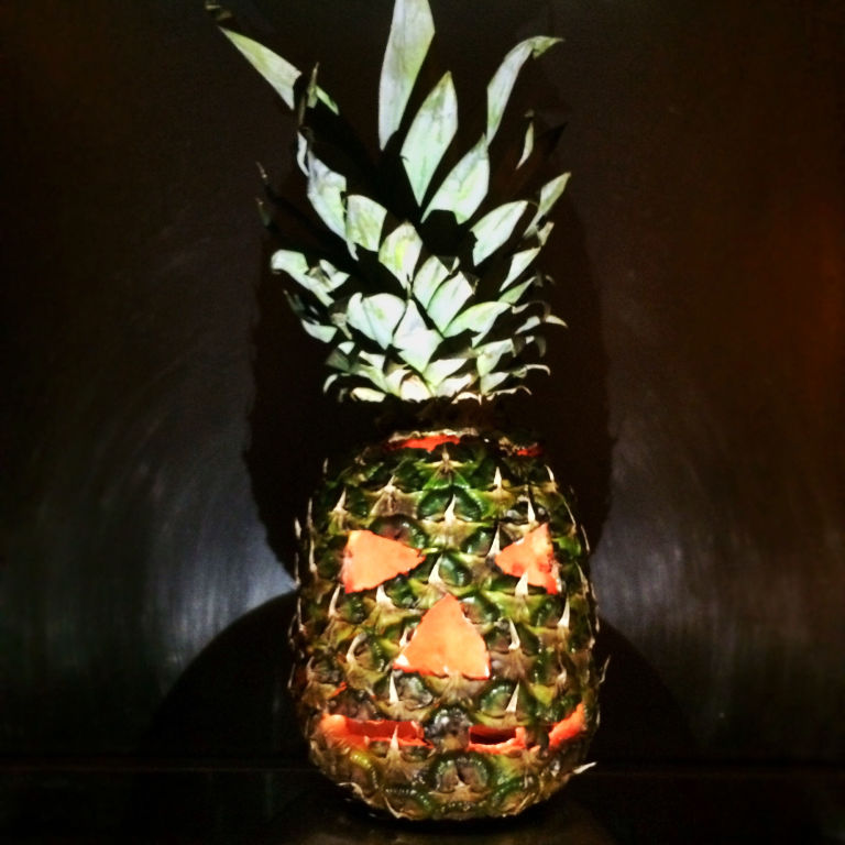 Halloween trends pineapple carving is the new pumpkin for Pineapple carving designs
