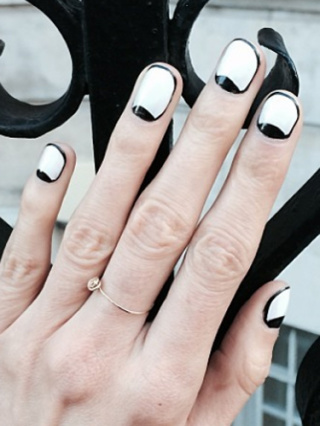 The former Victoria's Secret Angel showed off her amazing monochrome art on Instagram and revealed it was the handiwork of super-skilled Brit nail technician Sophy Robson. We love the Czech model's cartoon-like mani, and how her minimal jewellery lets it do all the talking. THE BIG 2014 NAIL TRENDS THE DAILY NAIL: NEW NAIL POLISH REVIEWS COSMO'S CELEB HAIRSTYLE OF THE DAY