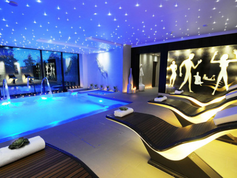 The best spas for a hen party - Hen party houses with swimming pool ...