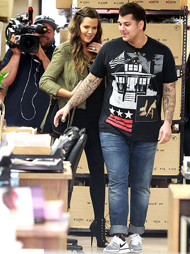 Rob and Khloe Kardashian film Keeping Up With The ...  Rob and Khloe K...
