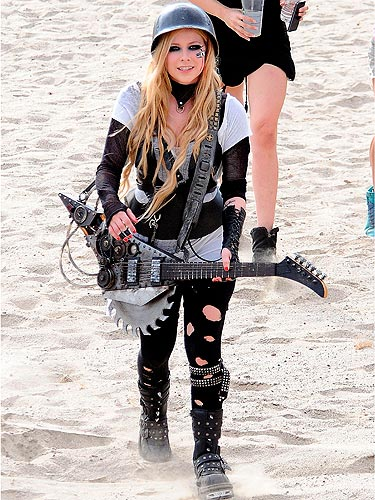 Avril Lavigne Gets Feisty On The Set Of Her New Music