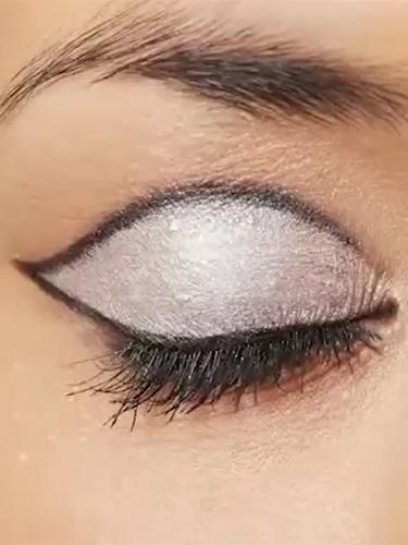 Video How-to 60s Eye Makeup :: Rimmel Retro Eye Makeup Video