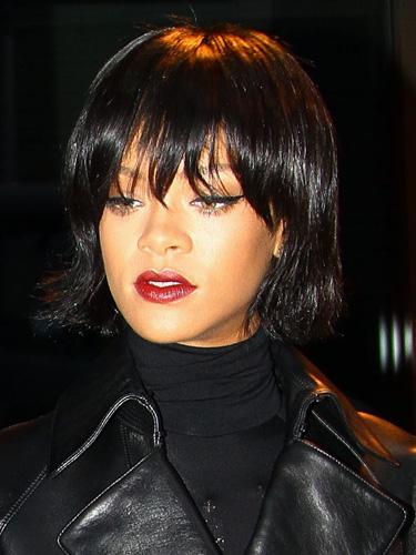 Rihanna S New Bob Haircut And Fringe November 2013
