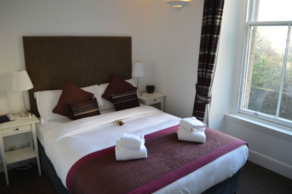 Cosmo Reviews Blue Rainbow Aparthotel In Edinburgh