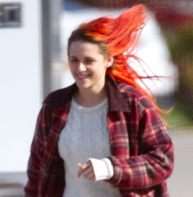 kristen stewart�s red hair is on fire
